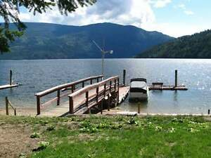 LAKEFRONT HOME, 3Bdrm 2Bth Year-Round Family Home
