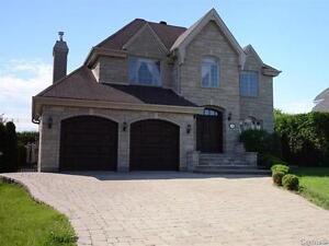 4 bed, 2,5 bath, 2 Gar, 4 Parcking, Pool, Jacuzzi...