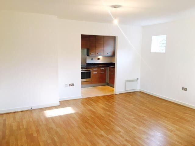 Available Immediately! Superb Two Bedrooms Flat in Isleworth,Close to Tube & Shops