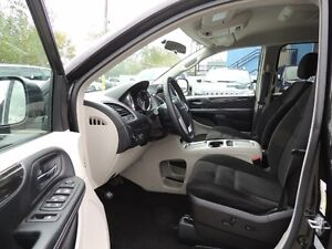 2016 Chrysler Town & Country Touring Windsor Region Ontario image 5