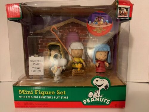 Peanuts Charlie Brown Nativity Mini Figure Play Set Christmas  Brand New