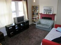 2 Bed Flat in West Barnes Lane, Raynes Park, London, KT3!!!