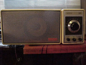 Advent FM Radio   Advent Model 400 table radio