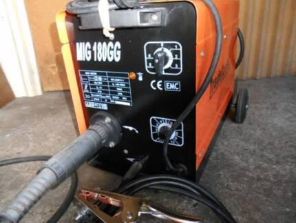 Tradetools MIG 180 amp welder, Electric, GAS.