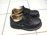 New condition Dakota size 8.5 men steel toe safety shoes