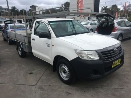 2013 Toyota Hilux 2013 TOYOTA HILUX TGN16R WORKMATE CAB CHASSIS SINGLE CAB 2DR White Manual