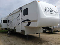 SUPER CLEAN 37' 5TH WHEEL WITH 3 SLIDE OUTS