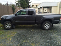 2010 Toyota Tacoma 4x4 Access Cab Truck For Sale - LOW KM's
