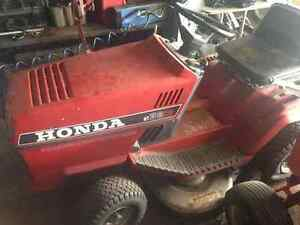Honda HT3813 Riding Lawnmower