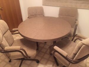 Kitchen table with leaf and 4 chairs