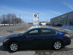 LOW kms !!! 6 SPEED MAUAL !!!  2011 NISSAN ALTIMA SE