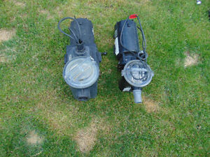 2 moteur hayward 1.5hp above for ground pool works well. 1big 1