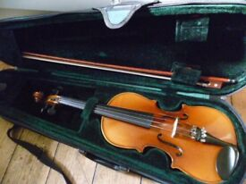 1/2 size violin outfit - plays very well, lovely tone, excellent condition