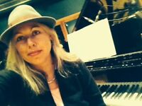 Piano teacher teaching classical, jazz, bossanova, rock, pop and funk. All levels welcome