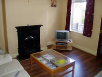 R O O M Grovehall Drive LS11 £265pcm all inc. Good links to the city centre also incs wifi