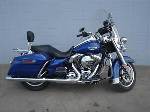 Beautiful 2015 H-D Road King in Superior Blue