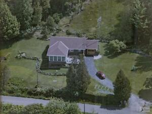 3 Bdrm Country Home with Mountain Views, Barn + 8 acres land West Island Greater Montréal image 8