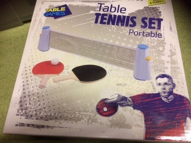 Table Tennis Set. Bats, Balls and net to go on table (190cm wide) **new Table tennis set