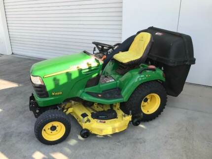 JOHN DEERE X595 4WD DIESEL ENGINE RIDE ON MOWER WITH CATCHER