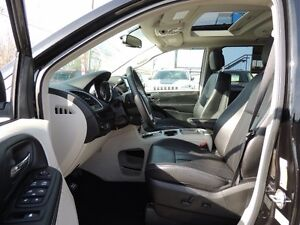 2016 Chrysler Town & Country Touring-L Windsor Region Ontario image 5
