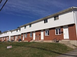2 BEDROOM TOWNHOUSE $660
