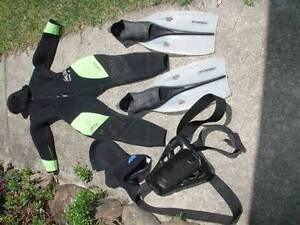Fantastic Wetsuit,Fins,Tank-Holder & Straps-Great Value,Go Diving Varsity Lakes Gold Coast South Preview