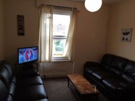 Double Bedroom in Large Flat - 15min walk from Temple Meads - £440p/m Incl. Bills