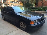 1995 BMW 3-Series Black Hatchback
