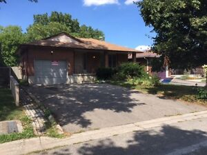 38 Orchard Mill-Student House 9 Rooms-Close To Conestoga College