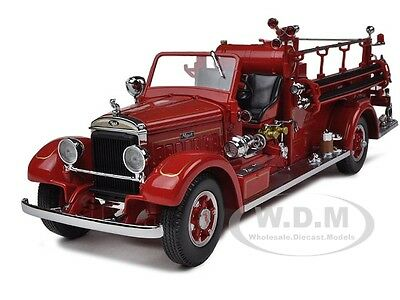 1935 MACK 75BX FIRE ENGINE TRUCK RED W/ACCESSORIES 1:24 BY ROAD SIGNATURE 20098 ()