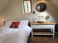 Lovely Garden Annexe, Souldern to rent. 1 double bedroom, sitting room, sky TV, microwave and fridge