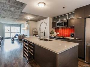 Modern 2 bedrooms condo in Griffintown with garage