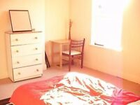 Student Double Room to rent in Student House in Luton Near the University.