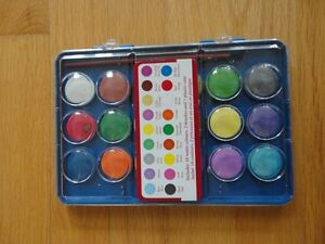 Watercolours and paintbrush set