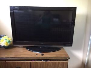 "TOSHIBA 40"" LCD 1080P HD TV with Clear Frame - 120 Hz"