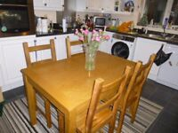 extending oak veneer dinning table and 4 solid wood oak stained chairs