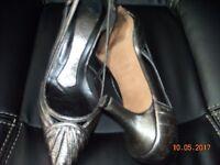 Ladies Magrit size 2 heels