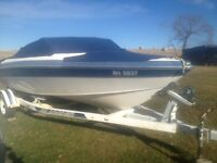 Larson power boat excellent condition