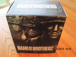 BAND OF BROTHERS Hanks & Spielberg 6 VHS format 80 minutes