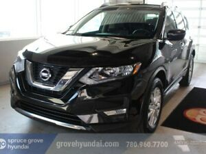 2017 Nissan Rogue SV: AWD, HEATED SEATS, BACK UP CAMERA, MOINROO
