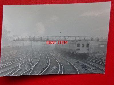 PHOTO  EMU NO 5171 APPROACHING LONDON BRIDGE RAILWAY STATION 26/10/87