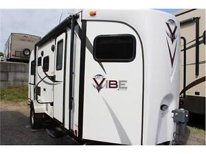 2014 FOREST RIVER VIBE 6504 - FAMILY TRAVEL W/HENSLEY HITCH