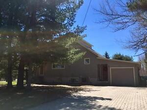 NEW PRICE OF $249,900 4024 Queen St. E (SM118126)