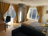 2 bedroom flat in Hamilton Road, Nottingham, NG5 (2 bed) (#1056851)