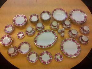 Royal Albert, Old English Rose–67 pieces.The BEST deal on Kijiji