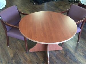 """Table ronde 40"""" avec deux chaises"""