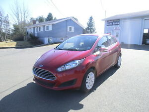 2014 Ford Fiesta SE Hatch Back 1 Owner Fact. warr. Clean,Clean