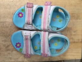 Girl's Sandals Excellent Condition