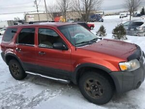 Ford Escape V6 4X4 ***80,000 kilo***