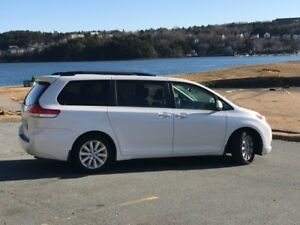 2011 AWD Toyota Sienna Limited - LOW KM